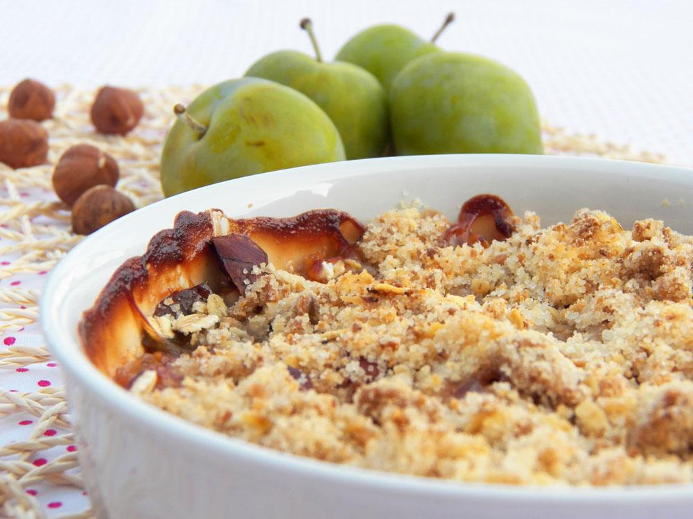 Crumble végétraien prunes noisettes